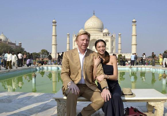 टेनिस सुपर स्टार बोरिस बेकर आणि त्याची पत्नी लिली यांनी आग्रा येथील ताजमहलला भेट दिली.