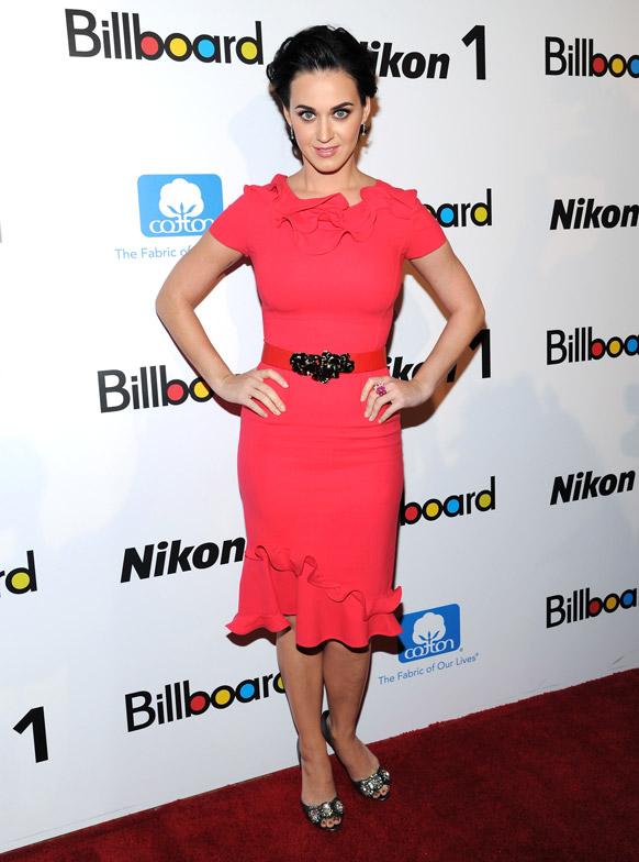 न्यू यॉर्कमध्ये  बिल्लिवोर्ड्सच्या 'वूमन इन म्यूजिक 2012' च्या लॉन्चिंग दरम्यान सिंगर केट पेरी।