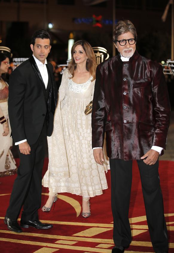 ऋतिक रोशन पत्नी सुझानसह आणि अमिताभ बच्चन...