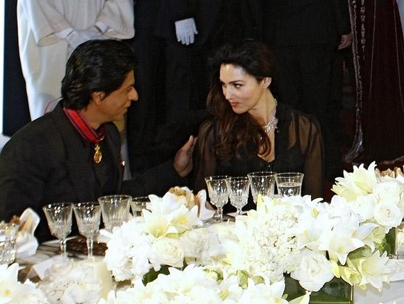 शाहरुख खान इटालियन अभिनेत्री मोनिकासह