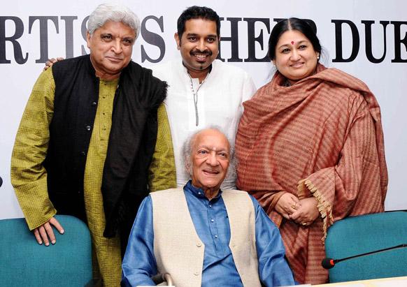 पंडीतजी जावेद आख्तर, शंकर महादेवन आणि शुभा मुद्गल समावेत