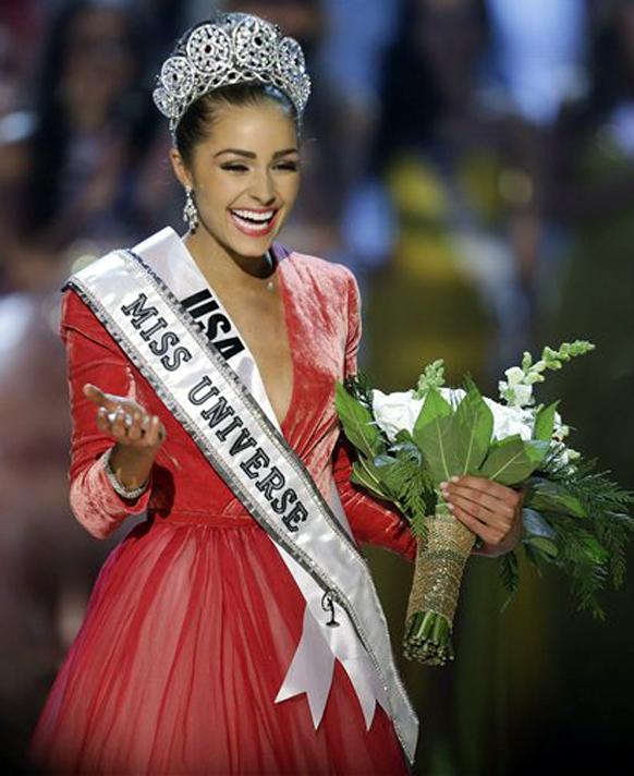 लास वेगास - मिस यूएसए असलेली ऑलिविया कुल्पो हिची 'मिस युनिव्हर्स' म्हणून निवड झाल्यानंतर आनंदी ऑलिविया