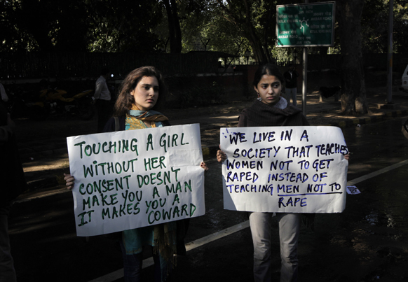 'आम्ही अशा समाजात राहतो जिथं मुलींना बलात्कार होण्यापासून वाचण्याची शिकवण दिली जाते पण मुलांना बलात्कार न करण्याचे धडे देणंच विसरलं जातं'