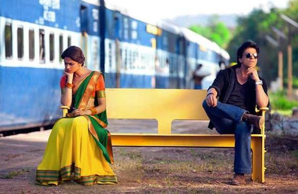 रोहित शेट्टीच्या चेन्नई एक्सप्रेस सिनेमाचं शुटिंग करताना शाहरुख खान आणि दीपिका पादुकोण