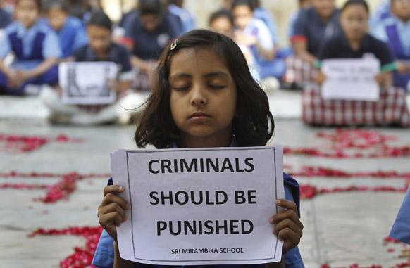 दिल्लीतील घटनेबाबत एका शालेय मुलीने आपल्या भावना अशा व्यक्त केल्या