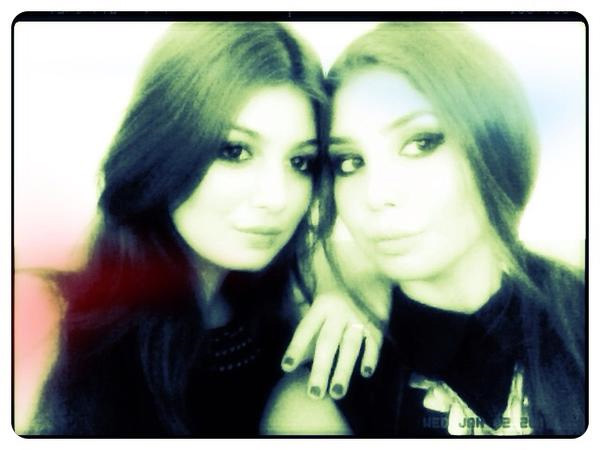 आयशा टाकिया आणि तिची बहीण...
