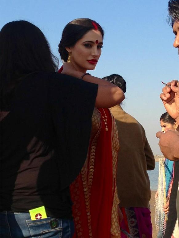 उदय चोप्राबरोबर विवाहबंधनात अडकण्याच्या तयारीत असलेली नर्गिस फाकरी... नर्गिसनं हा फोटो ट्विट करून 'गंमत' असं लिहिलंय.