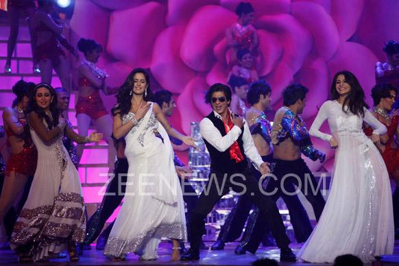 करिष्मा, कतरिना आणि अनुष्कासोबत डान्स करत शाहरुखने दिली यश चोप्रांना श्रद्धांजली