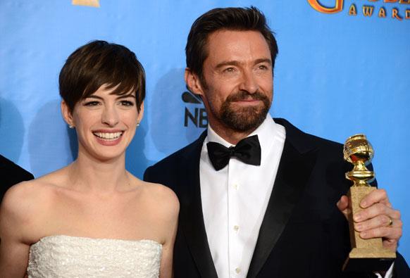 'लेस मिझरेबल्स्' सिनेमासाठी अभिनेत्रई अॅनी हॅथवे आणि हग जॅकमन यांना पुरस्कार मिळाला