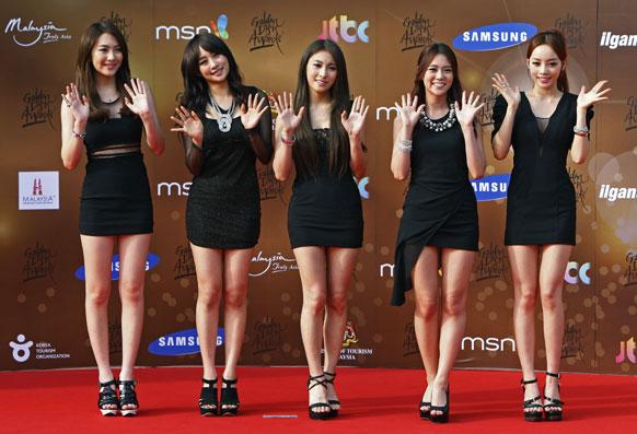 साऊथ कोरियातील मुली धमाल करताना