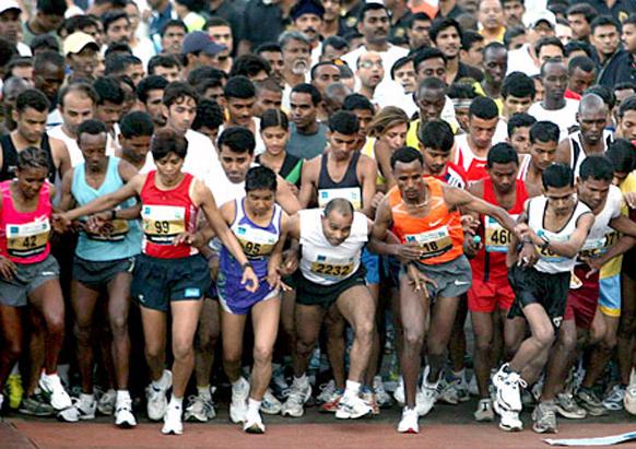 मुंबई मॅरेथॉनला पहाटे ५.४० वाजता सुरूवात..गेट सेट गो