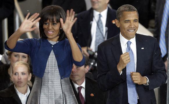 अमेरिकेचे अध्यक्ष बराक ओबामा दुस-या पर्वाची दुस-यांदा जाहीर शपथविधी सोहळा होत आहे. त्यासाठी जात असलेले बराक आणि त्यांची पत्नी मिशेल