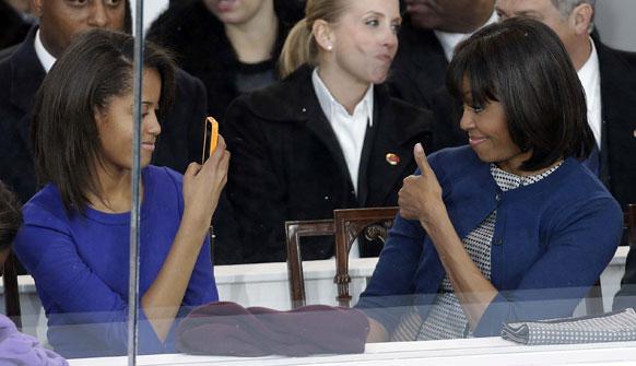 अमेरिकेचे अध्यक्ष बराक  ओबामांचा जाहीर शपथविधी सोहळ्यात खास उपस्थिती होती ती पत्नी मिशेल आणि मुलगी मलिया