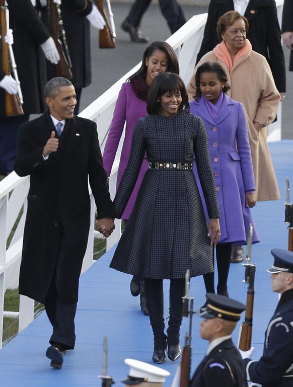 व्हाईट हाऊसमध्ये एका छोटेखानी समारंभात ओबामांचा अधिकृत शपथविधी पार पडला. यावेळी ओबामांची पत्नी मिशेल ओबामा, दोन मुली आणि काही जवळची माणसं हजर होती. शपथविधी सोहळ्याची जोरदार तयारी करण्यात आली होती.