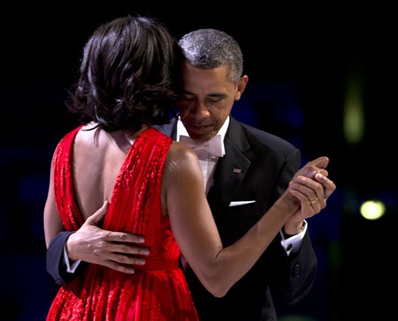 बराक ओबांमाचा डान्स आणि मिशेलची साथ