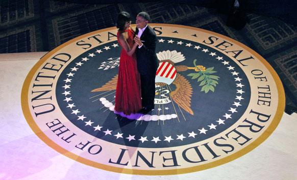 वॉशिंग्टन येथे रंगलेला अध्यक्ष पदाचा शपथ सोहळा. यावेळी आनंदीत बराक आणि मिशेल