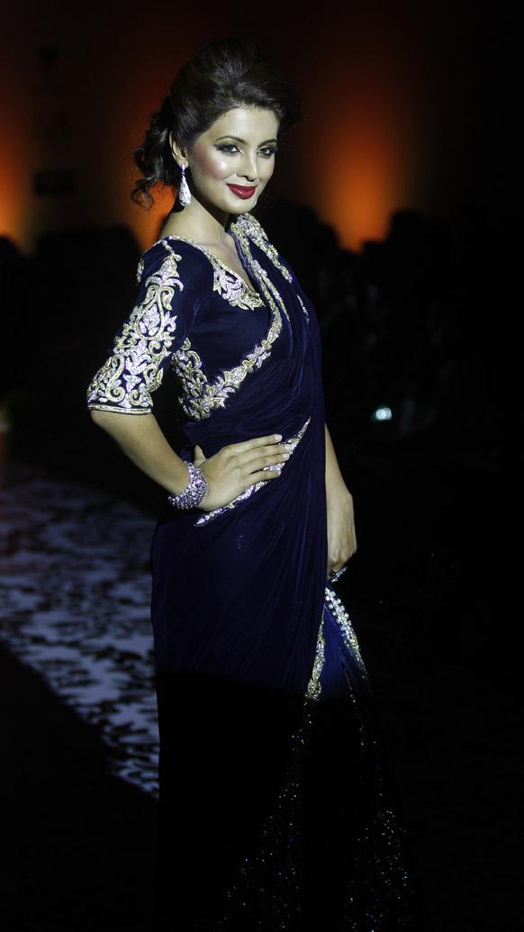 बंगलौर फॅशन वीकमध्ये बॉलिवुड अभिनेत्री गीता बसरा