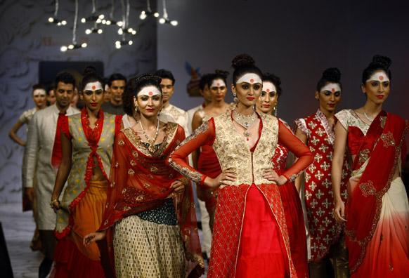 बंगलौर फॅशन वीकमधील मॉडेल