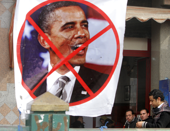 इजिप्तमधील एका विद्रोही संघटनेने अमेरिकेचे अध्यध बराक ओबामा यांचा निषेध असे पोस्टर लावून केला.