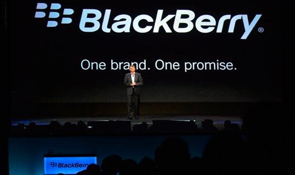 थ्रोस्टन हेनिस Blackberry 10 च्या अॅपसची ओळख करून देताना