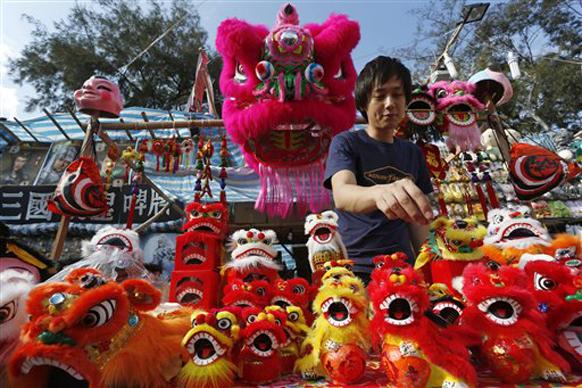चिनी दिनदर्शिका चंद्र आणि सूर्याच्या गतीवर आधारित असल्यामुळे चिनी नववर्ष हे 'चांद्रमासिक नववर्ष' म्हणून ओळखले जाते.
