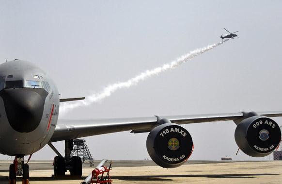 सुसज्ज लढाऊ विमानांचं प्रदर्शन