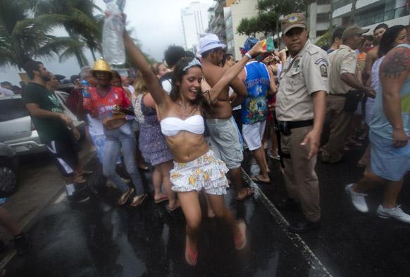 ब्राझिलच्या साओ पावलो इथं भरलंय 'ब्राझिल कार्निव्हल २०१३'...