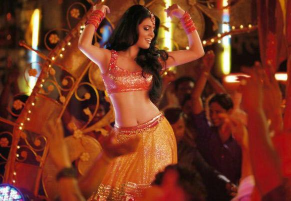 'झिला गाझियाबाद' सिनेमातील एक डान्स आयटम... गिता बसरा