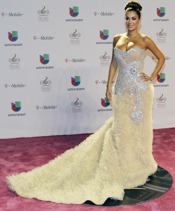 मयामीतील म्युझिक पुरस्कार सोहळ्यात मॅक्सिकन गायिका निनेल कोन्डे