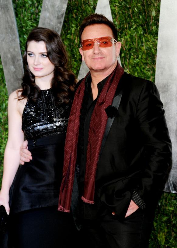 ऑस्कर पुरस्कार सोहळ्यानंतर हॉलिवुडमधील सनसेट प्लाझा हॉटेलमध्ये संगीतकार बोनो आणि त्याची पत्नी अली हेवसन