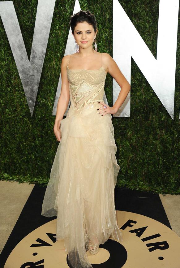 ऑस्कर पुरस्कार सोहळ्यानंतर हॉलिवुडमधील सनसेट प्लाझा हॉटेलमध्ये अभिनेत्री सेलिना गोमेझ