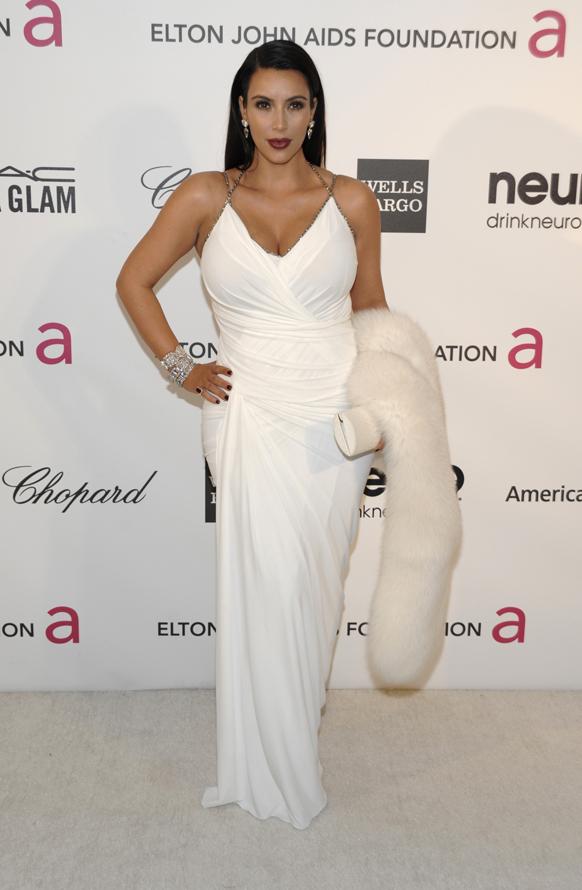 ऑस्कर पुरस्कार सोहळ्यानंतर हॉलिवुडमधील सनसेट प्लाझा हॉटेलमध्ये अभिनेत्री किम करदाशिया