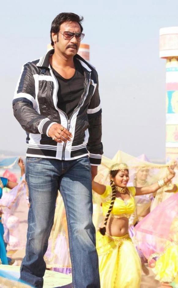 १९८३ चा सुपरहीट चित्रपट हिम्मतवालाच्या रिमेकमध्ये अभिनेता अजय देवगण