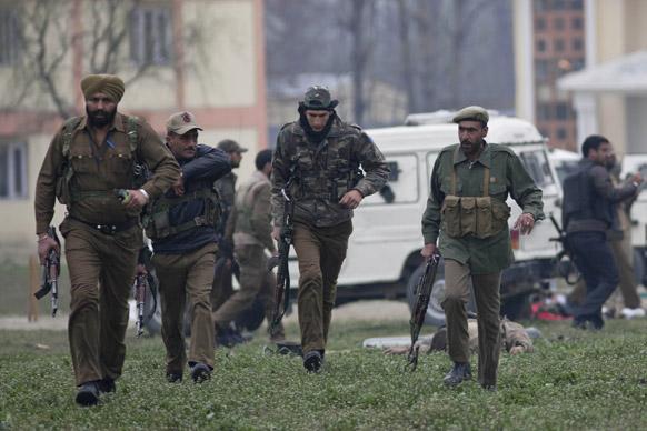श्रीनगरमध्ये दहशतवादी हल्ल्यात ५ जवान शहीद