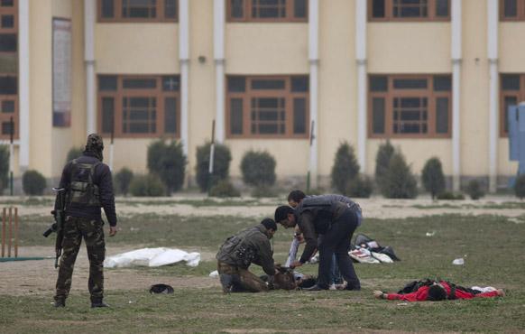 दहशतवादी हल्ल्यात सीआरपीएफचे पाच जवान शहीद