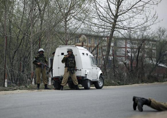 दोन दहशतवाद्यांना कंठस्नान घालण्यात सीआरपीएफच्या जवानांना यश