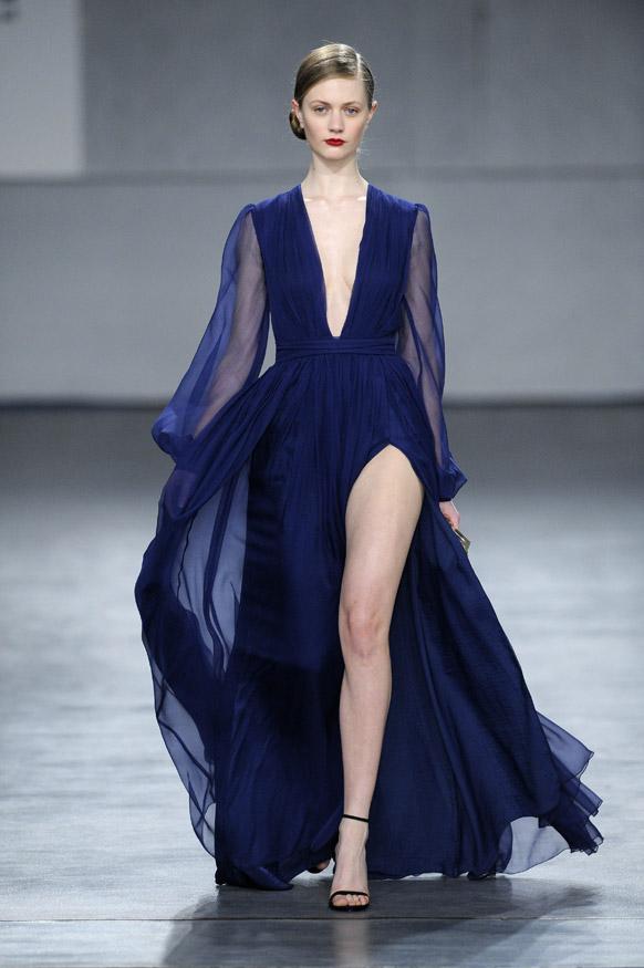 पोर्तुगिज डिझायनर दियागो मिरांडा याने फॅशन शो साठी तयार केलेलं खास डिझाईन वेअर