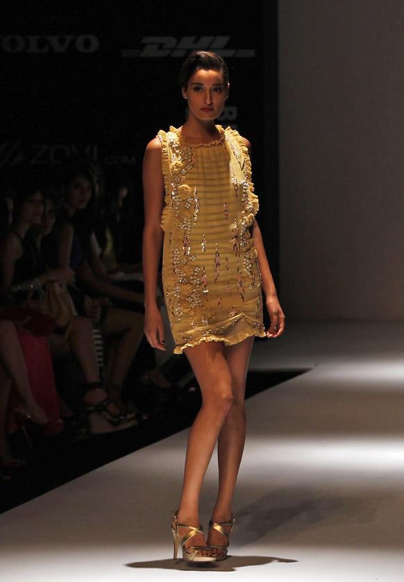 लॅक्मे फॅशन वीकच्या रॅम्पवर...