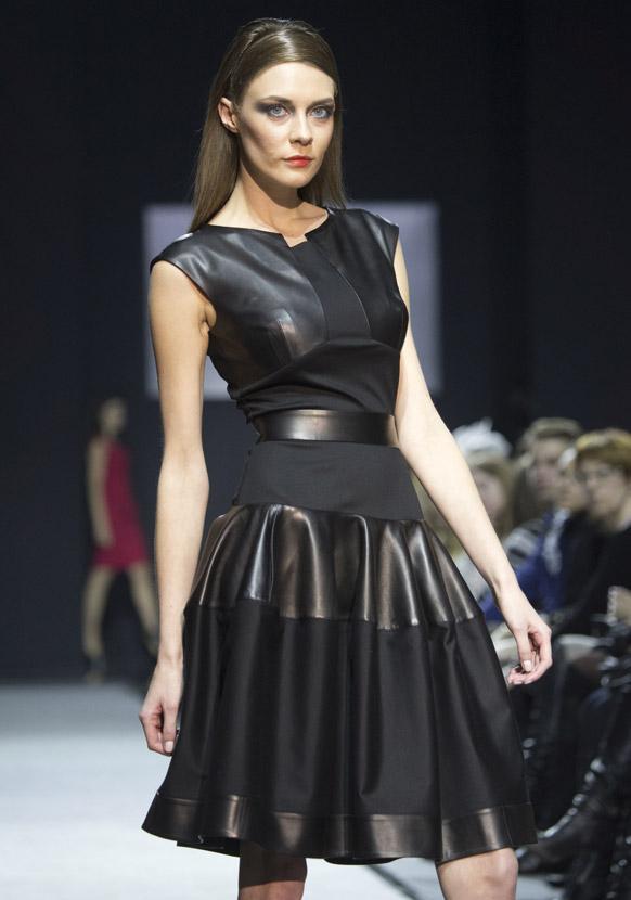 मास्को फॅशन वीकमध्ये  मॉडेल नतालिया. एन.के. स्टुडियोद्वारे आयोजित फॅशन शो