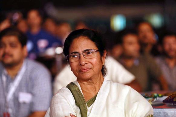 प. बंगालच्या मुख्यमंत्री ममता बॅनर्जी...