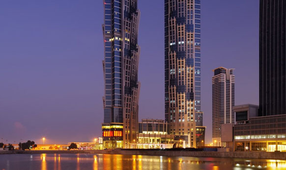 २००५ साली दुबई्च्या अरेबियन ट्रॅव्हल मार्केटमध्ये या ट्विट टॉवरच्या डिझाईनचं लॉन्चिंग पार पडलं होतं.