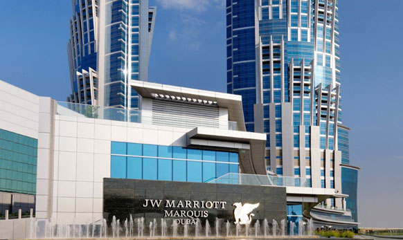 जे डब्ल्यू मॅरिएट  मार्क्वेस दुबई हे जगातील सर्वात उंच हॉटेल ठरलंय... याची उंची आहे तब्बल ३५५ मीटर (१,१६५ फूट)