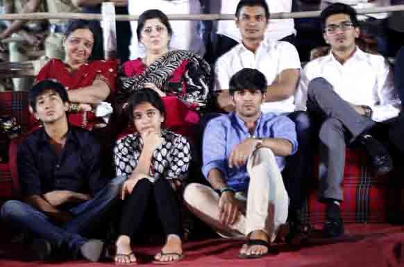 राज ठाकरेंच्या परिवाराची उपस्थिती