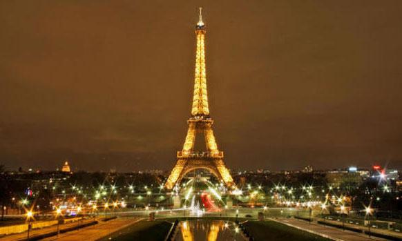 पॅरीस - दररोज १३.९२ दशलक्ष आंतरराष्ट्रीय प्रवासी भेट देतात
