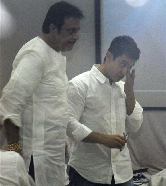 दीपक पराशर आणि आमिर खान जिया खानच्या अंत्यसंस्कारांना उपस्थित