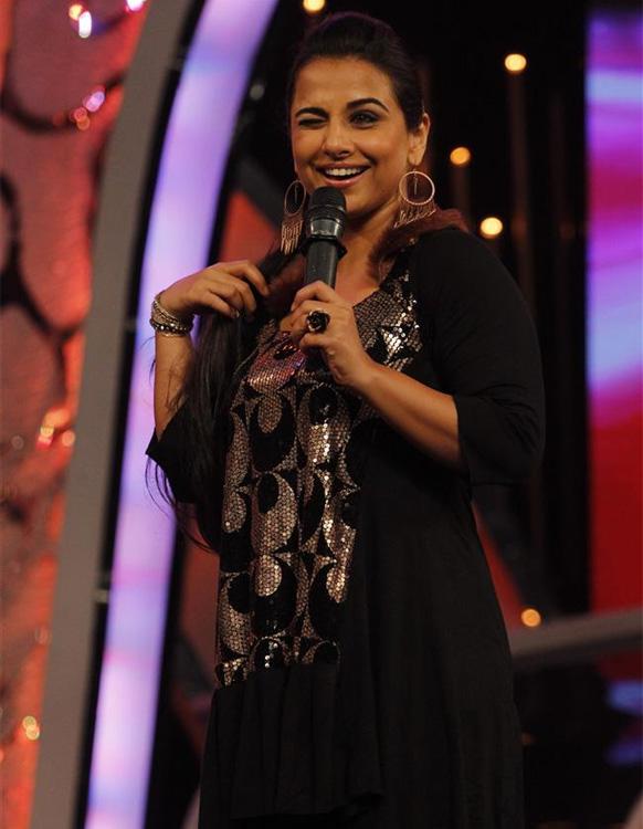 'डान्स इंडिया डान्स - सुपर मॉम्स'च्या स्टेजवर विद्या बालन