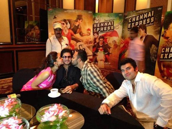 शाहरुख खानला किस करताना दीपिका पदुकोण आणि दिग्दर्शक रोहित शेट्टी