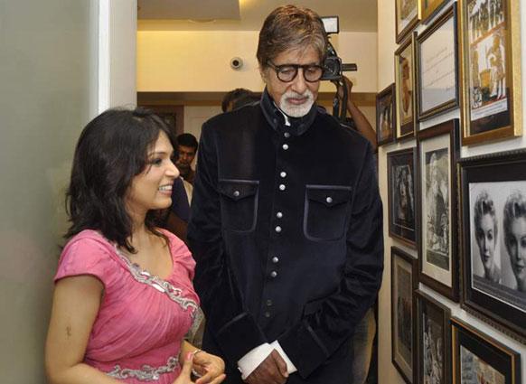 डॉ. जयश्री शरद यांच्या स्किन क्लिकिकच्या उद्घाटनाला पोहचलेलेले... अमिताभ बच्चन...