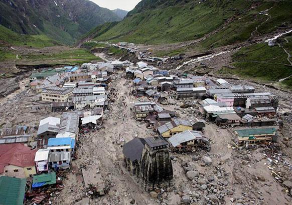 केदारनाथ येथे पुराच्यात तडाख्यात सापडलेली घरे.