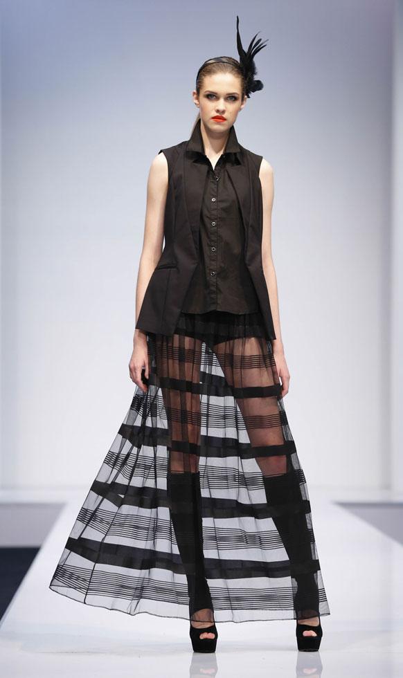 क्वालालंपूरमधील फॅशन शोमधील एक मॉडेल